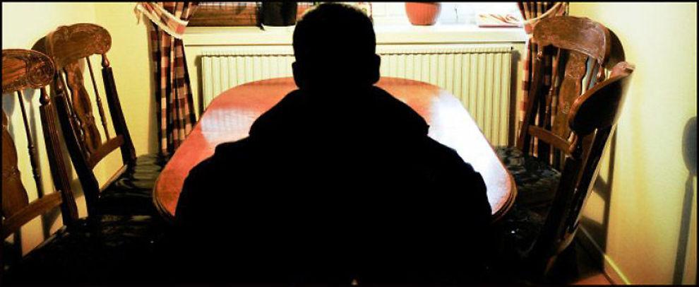 SJOKKERT: Sønnen (17) til den pågrepne taxieieren skjønner ikke hvorfor faren er tatt for terrorplanleggig. Foto: Aftonbladet