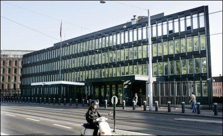MULIG TERRORMÅL: USAs ambassader verden over har strenge sikkerhetstiltak. I Oslo ligger ambassaden sentralt plassert i byen. Foto: Scanpix