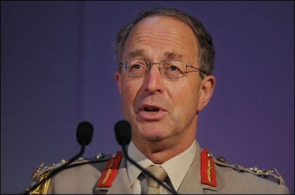 TVILER: Storbritannias forsvarssjef David Richards tror ikke al-Qaida kan beseires. Foto: AFP