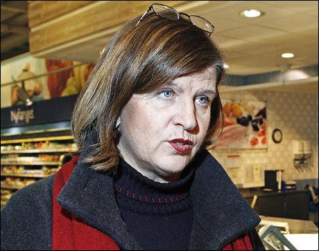 IRRITERT: Forbrukerdirektør Randi Flesland mener det er for dårlig forretningsskikk å sende prisene i været én uke før jul. Foto: Magnar Kirknes