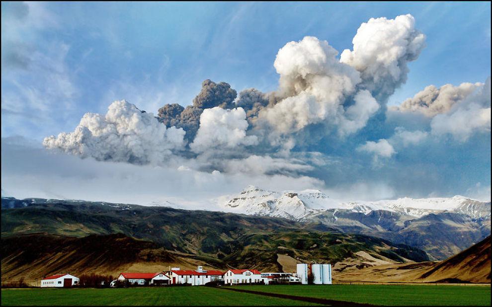 ASKESKY: Vulkanen Eyjafjallajökull skapte problemer for reisende i vår. Mange ble askefast på grunn av askeskyen etter vulkanutbruddet. Foto: Ólafur Eggertsson