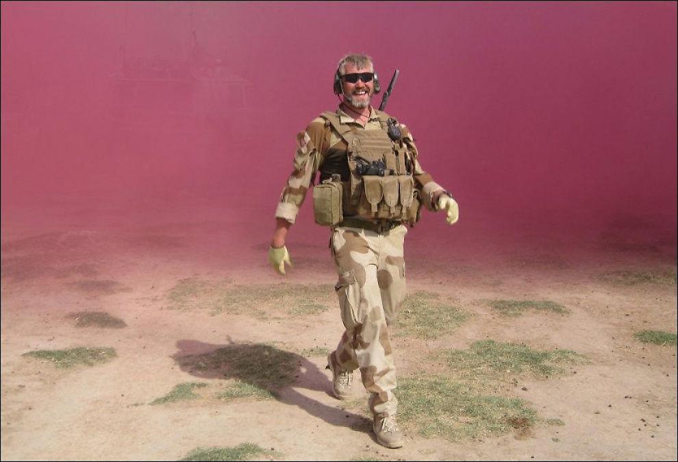 TRIVDES I FELT: Her er Trond Bolle i Afghanistan bare uker før han ble drept av en veibombe i Almar-distriktet nord i landet i fjor sommer. - Det er slik vi husker ham, sier kollegene om bildet VG har fått eksklusiv tilgang til. Foto: PRIVAT