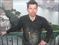 VG Netts journalist angrepet med planker, stein og slag