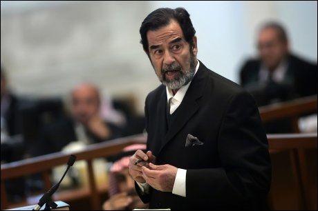 STYRTET: Saddam Hussein ble avsatt som president som følge av krigen, og i 2006 ble han dømt til døden. Foto: AFP