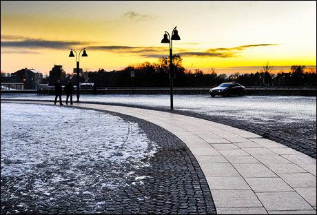 ...OG HER ER ERSTATNINGEN: Et bilde av en islagt parkeringsplass pryder nå forsiden av Statens vegvesens håndbok. Foto: Faksimile Statens vegvesen