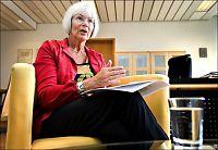 Minister kastet seg på telefonen etter DNA-avsløring