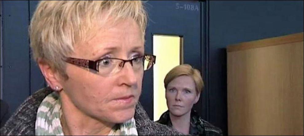SÅ RØDT: En tydelig presset Sp-leder klarte ikke holde seg da en velger kritiserte henne for partiets håndtering av sykehusstriden. - Du vet ikke hva du snakker om, raste hun. Foto: Videograb: TV 2