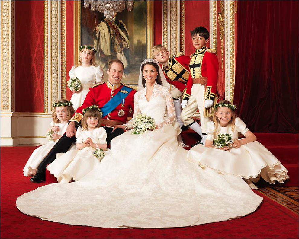 ENDELIG GIFT: Dette er William og Kates offisielle bryllupsbilde. Foto: Hugo Bernand.
