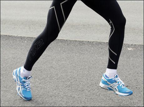 KRAFT: Nedslaget (fotisettet) bør være så tett inntil kroppens tyngdelinje som mulig, for å sikre at mest mulig av kraften i det påfølgende fraskyvet virker i løpsretning. Foto: Hallgeir Vågenes