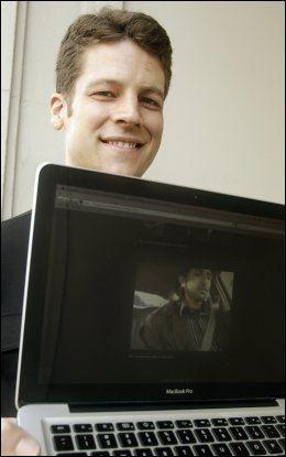 FORNØYD: Joshua Kaufman tok saken i egne hender og sørget for å gi politiet nok informasjon til at de kunne finne datamaskinen. Foto: Ap