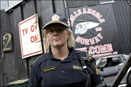 UNDERLIGE FORKLARINGER: Politioverbetjent Gunn Anita Bjørnbakk i Oslo politidistrikt forteller at bilistene ofte er kreative med unnskyldningene om de blir stoppet av politiet. Bildet er tatt ved en annen anledning. Foto: SCANPIX