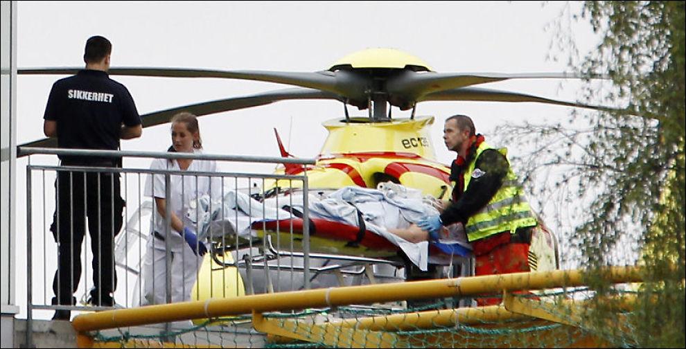 SKADDE TIL OSLO: Flere av de skadde fra Utøya ble fraktet med luftambulansen til Ullevål universitetssykehus. Foto: Scanpix