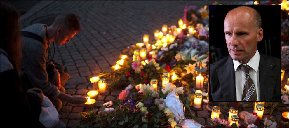 VISER SORG: Utenfor Oslo domkirke har mange lagt blomster og tent lys til minne for ofrene fra fredagens massedrap. Geir Lippestad (innfelt) er 32 år gamle Anders Behring Breiviks forsvarer. Foto: Scanpix/Ap