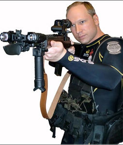 POLITICAL MANIFEST: Anders Behring Breivik published a right wing political manifest containing photos of him carrying firearms. Foto: