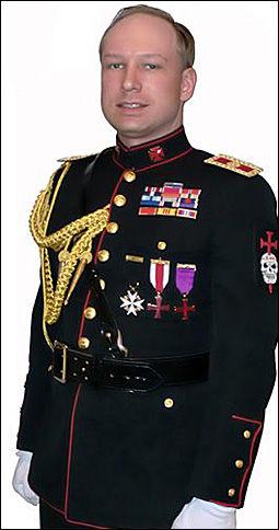 GALLAUNIFORM: Det var denne uniformen Anders Behring Breivik ville politiet skulle hente i leiligheten, slik at han kunne bruke den under fengslingsmøtet. Foto: Faksimile fra manifestet