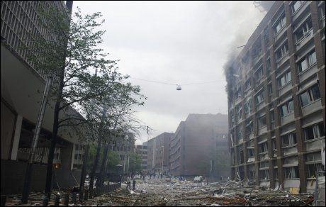 EKSPLODERTE: Store ødeleggelser etter bombeeksplosjonen i Oslo sentrum fredag. FOTO: KRISTIAN HELGESEN / VG