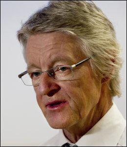 - UHOLDBART: Advokat Harald Stabell reagerer sterkt på politiets behandling av 17-åringen. Foto: ROGER NEUMANN Foto: