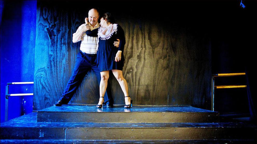 TANGO FOR TO: - Vi tar det ikke så seriøst om vi ikke får til alt. Vi ler og svetter. Og nå reiser vi til Buenos Aires for å lære oss argentinsk tango, sier Erik og Irene Båreim.