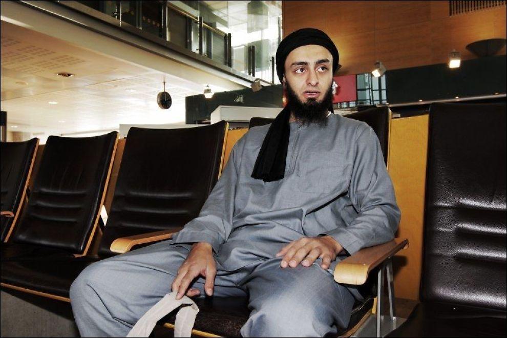 KLAR TIL AVREISE: Mohyeldeen Mohammad avbildet på Gardermoen før avreise til Medina i Saudi-Arabia i fjor. Foto: FRODE HANSEN