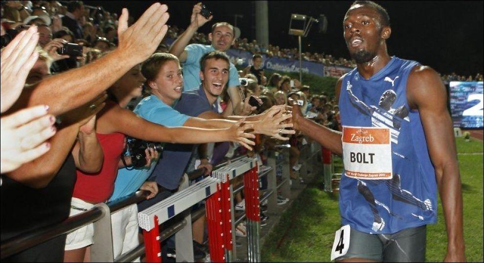 I 100 IGJEN: Usain Bolt feirer med fansen etter å ha vunnet 100-meteren i Zagreb. Foto: Reuters