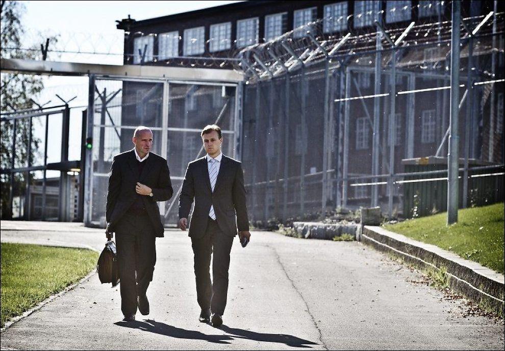 MØTTE BREIVIK: Anders Behring Breviks forsvarer Geir Lippestad møtte sin klient sammen med medforsvarer Tor Jordet onsdag ettermiddag. Foto: Mattis Sandblad