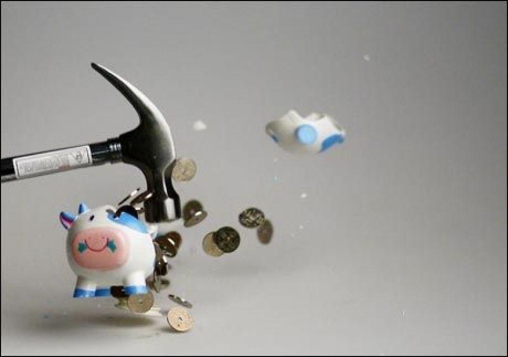TRENGER DU PENGER? 250.000 nordmenn sliter med fem ganger så mye gjeld som lønn. Da hjelper det ikke å knuse sparegrisen. Foto: Sara Johannessen/VG