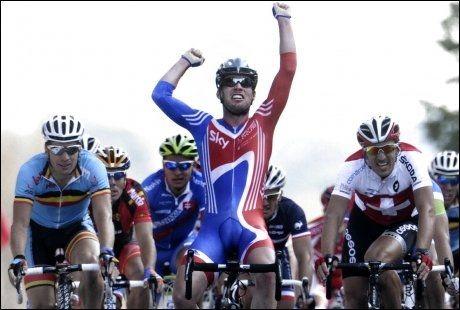 JUBELBRØL: Her markerer Mark Cavendish at han er verdenmester på sykkel. Foto: Afp