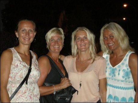 TOK MED JOBBEN PÅ FERIE: Cecilie Lorentzen (til venstre), Helen Solheim, Line Janson og Marianne Hagenes. Foto: BRIT RANDULFF KARLSEN