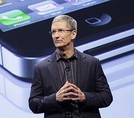 NY APPLE-GENERAL: Det var Steve Jobs arvtager, Tim Cook, som åpnet og ledet kveldens pressekonferanse. Foto: AP/Mark Lennihan