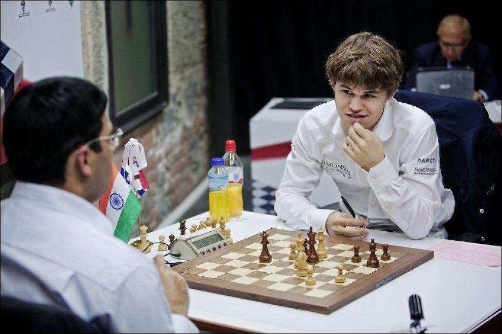 VM-KLAR! Magnus Carlsen, er under et parti med indiske Viswanathan Anand i fjor, opphever boikotten sin. Foto: Jørgen Braastad, VG
