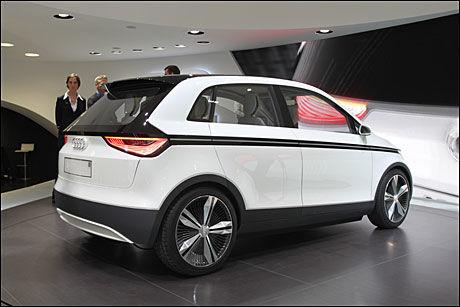 TÅKE-LASER: Tåkebaklyktene i Audi A2 Concept som ble vist på bilutstillingen i Frankfurt i høst, har laserlys. Foto: Hanne Hattrem