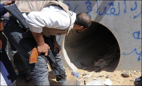 - HER BLE HAN FUNNET: I denne lille hulen skal Muammar Gaddafi ha blitt funnet. Foto: Afp