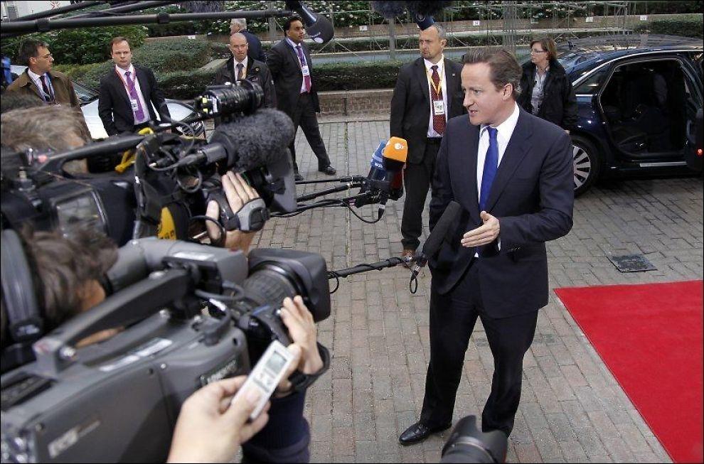 HUDFLETTET: Storbritannias statsminister David Cameron ankommer til EUs toppmøte i Brussel søndag. Foto: REUTERS
