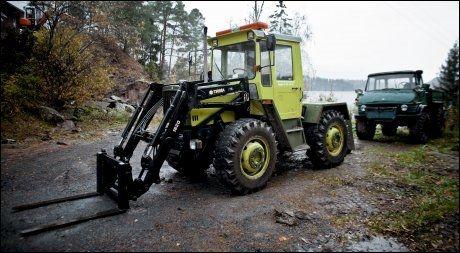 LØFTET AV: Med denne traktoren ble «Thorbjørn» løftet av, etter å ha kjørt seg fast den 22. juli. Foto: KRISTER SØRBØ