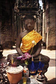 BUDDHA: Buddhismen står sterkt i Kambodsja. På nasjonalmuseet i Siem Reap har de et eget rom med over 1000 buddhaer. Denne er fra Angkor. Foto: MARTE VIKE ARNESEN/VG