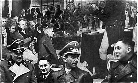 ET SVIN PÅ STORTINGET: 28. november 1940 kom Goebbels på fire dagers norgesbesøk. Han besøkte blant annet Stortinget, som han mente var «et eksempel på ukultur». I dagboken skrev han at Oslo var en stygg by ... Foto: SPARTACUS FORLAG