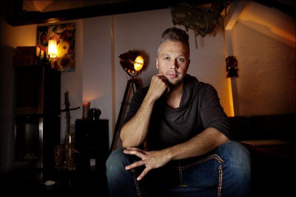 IKKE FAMILIEVENNLIG JOBB: Finn-Erik Rognan (35) jobbet i TV2 i 14 år og opplevde ofte at det gikk ut over familieforholdet. Foto: Mattis Sandblad, VG