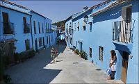 Spansk landsby forblir smurfeblå