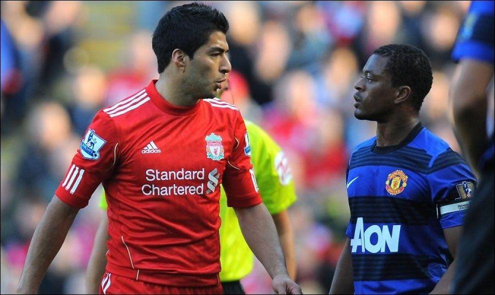 ÅTTE KAMPER: Luis Suarez er dømt til åtte kampers karantene og ilagt en bot på rundt 370.000 kroner for å ha kommet med rasitiske tilrop til Manchester Uniteds Patrice Evra. Foto: Afp