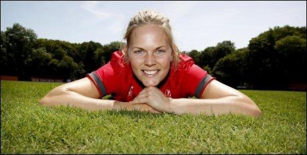 FORLENGER Ingrid Hjelmseth forlenger sin kontrakt med Stabæk og blir i klubben. Foto: Erlend Aas / Scanpix