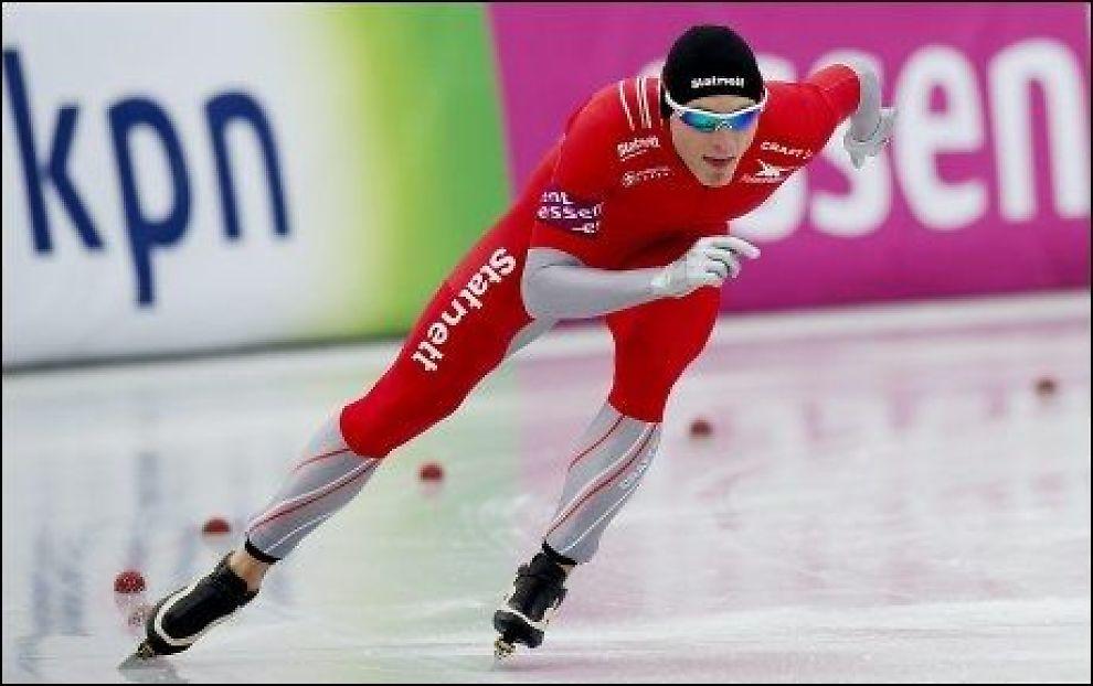NUMMER TRE: Håvard Bøkko var sjanseløs mot nederlandske Sven Kramer på dagens 1500 meter i Budapest. Foto: GØRAN BOHLIN / VG