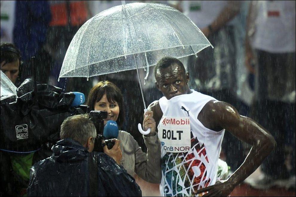 KOMMER TILBAKE: Det regnet voldsomt da Usain Bolt l.p på Bislett i fjor sommer. Nå kommer han tilbake for å løpe 100 meter. Foto: Helge Mikalsen, VG
