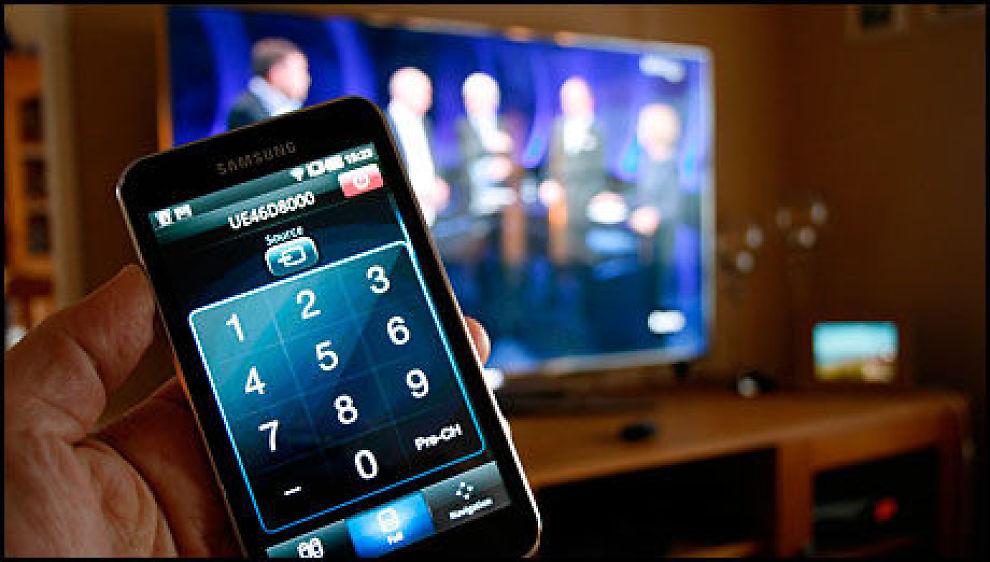 Med divsere investeringer i forskjellige systemer, kan du bruke mobilen din til å styre alt som går på strøm i stua. Illustrasjon: Mobilen.no