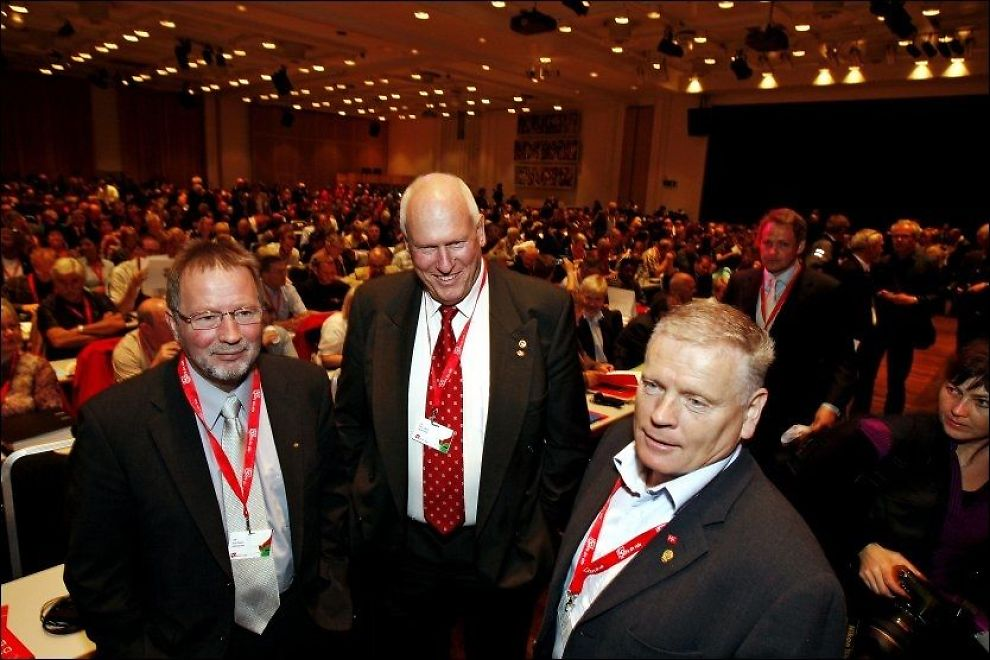 LO IKKE SIST: Både Fellesforbundsleder Arve Bakke (t.v) og Fagforbundsleder Jan Davidsen (t.h) sier i dag nei til endring som gjør at Roar Flåthen kan fortsette som LO-leder. Foto: Jan Petter Lynau, VG