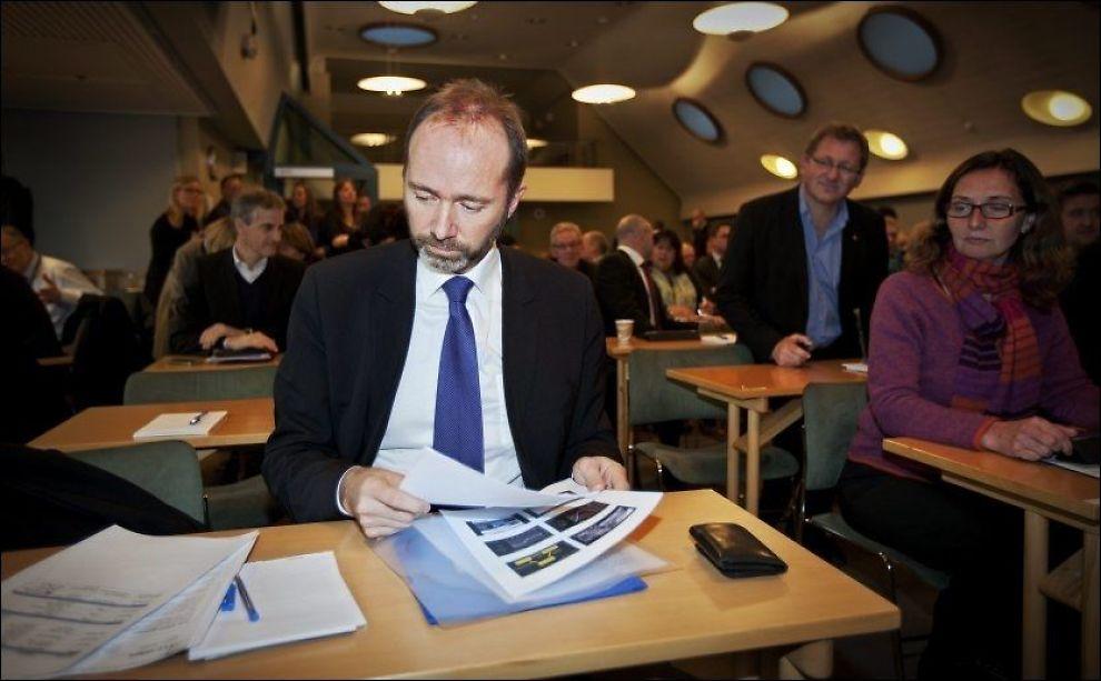 I SAMTALE: Den mye omtalte striden mellom handels- og næringsminister Trond Giske og Telenor skal ha startet etter samtaler mellom Giske og Norvik. Foto: Jørgen Braastad, VG