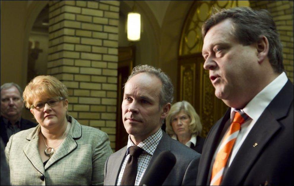 VIL FORTSETTE: Venstres leder Trine Skei Grande tar gjenvalg når partiet har landsmøte til våren. Her sammen med Høyres Jan Tore Sanner og Frps Harald T. Nesvik. Foto: Scanpix