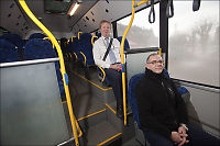 Raser mot nytt beltepåbud i buss: - Håpløst