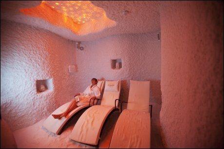I SALTKAMMERET: Babor spa er Tallinns kanskje aller beste spa, med saltkammer, flytende og roterende massasjebenker. Spa-turister står for 25 prosent av alle hotelldøgn i Estland. 2500 estlendere jobber i spa-næringen. Foto: TERJE BRINGEDAL