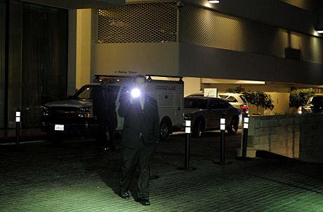 UNDERSØKER: Politiet er utenfor Beverly Hilton Hotel. Foto: Ap
