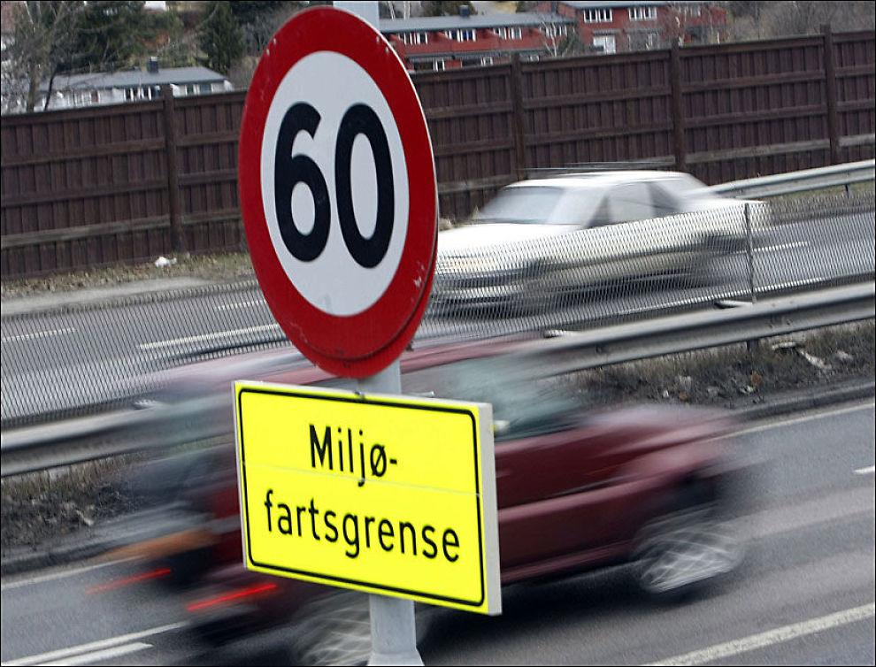 VEKK: Mioljøfartsgrenseskiltene skal fjernes så raskt som råd er, og erstatttet med en permanent fartsgrense på 70 km/t. Men til høsten blir det igjen 60 km/t i timen på strekningene. Foto: Scanpix
